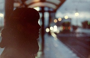 Человек на автобусной остановке (СИ)