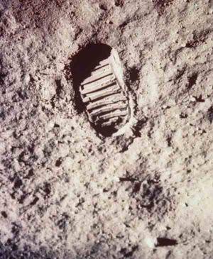 Люди Земли на Луне