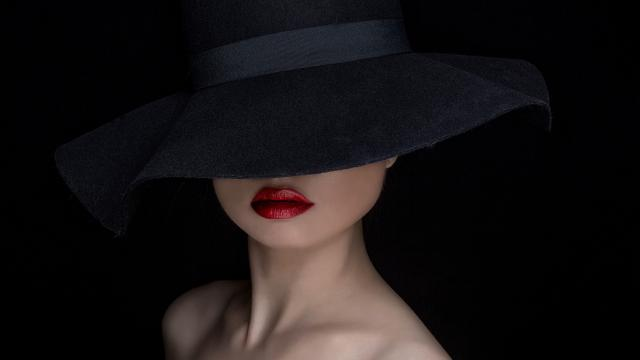 Lady_in_the_hat